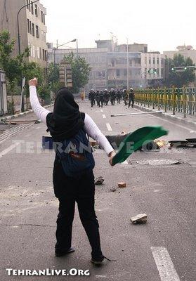 Iranian woman shakes fist at police