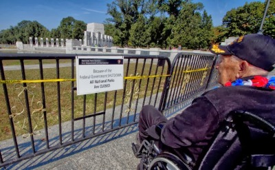 Obama barricades war memorial to keep veterans out