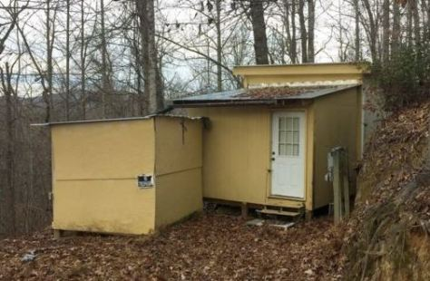 No Trespassing: crazy shack-dwelling hermit lives here