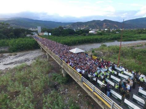 Over 100,000 Venezuelans pouring into Colombia from the Venezuela in order to buy food
